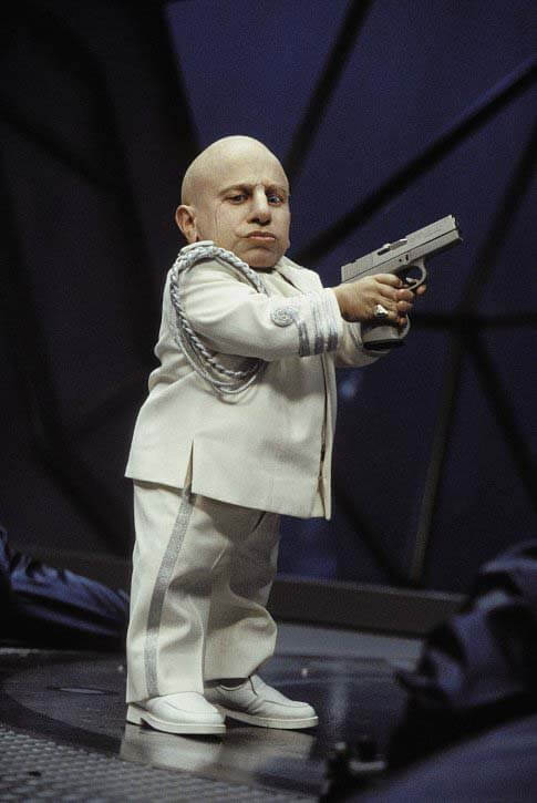 Verne Troyer chiquitito pero matón